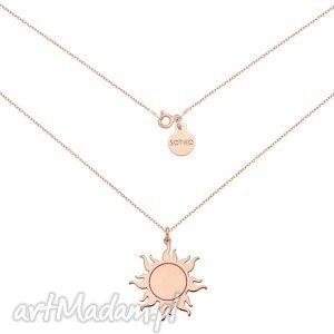 długi naszyjnik ze słońcem z różowego złota