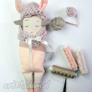 maskotki siostra szi pudrowa w czapce - zabawka hand made, misiu, zabawka, prezent