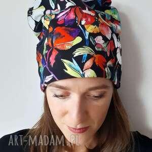 czapki czapka kwiaty na czerni, malowane, w kwiaty