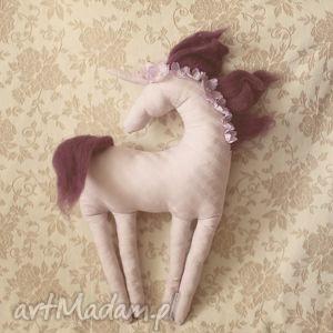 bajkowy jednorożec - jagodowy, jednorożec, koń, konik, ozdoba, zabawka, baśniowy