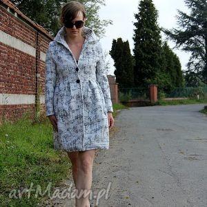 bialy plaszcz damski dopasowany, z kieszeniami i duzym kolnierzem - plaszcz, damski