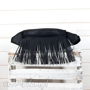 Nerka klasyczna czarna z frędzlami, torebka, skórzana, frędzle, saszetka, nerka