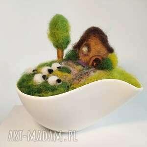 igielnik-miniaturowy krajobraz dekoracja wiosenna z kolekcji - dekoracja z wełny