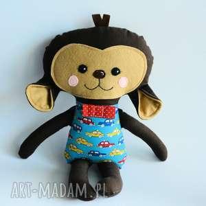 Małpka Piotruś 45 cm, małpka, chłopczyk, samochód, przytulanka, maskotka, kolorowa