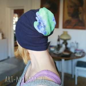 czapka damska granatowa dzianina z kwiatami - dzianina, sportowa, czapka, damska, kwiaty