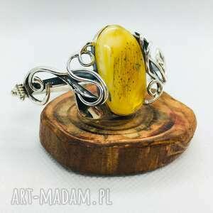 srebrna bransoletka z bursztynem bałtyckim pudełko
