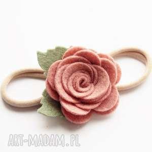 dla dziecka opaska do włosów z różyczką cameo pink, różyczka, sesjafoto