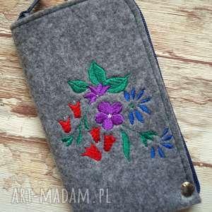 filcowe etui na telefon - kwiatki, smartfon, pokrowiec, kwiatowe, wiosenne, prezent