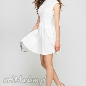 Sukienka ze stójką, SUK143 ecru, midi, biała, kieszenie, stójka, rozkloszowana