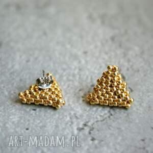 trójkąty złote, sztyfty, kolczyki, trójkąty, beading, stal