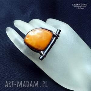 pierścionki bursztyn mleczny z czarnym koralem prezent luksusowy