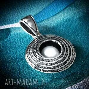 wisiorki srebrna zawieszka z naturalną perłą, oksydowana