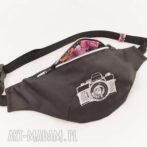nerka z aparatem, nerka, fotografia, aparat, kwiaty, vintage, haft