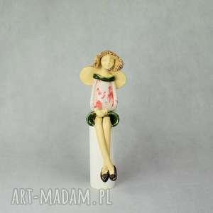 anioł siedzcy, siedzący, ręcznie wykonany, ceramika artystyczna