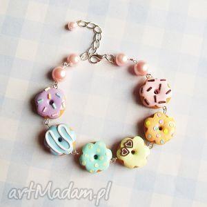 bransoletka pastelowo-tęczowa z pączkami/donutami, bransoletka, modelina, pączki