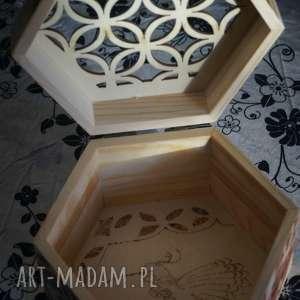 Kaczka Dziwaczka - drewniane pudełko ręcznie wypalane, szkatułka, ornament, wypalane