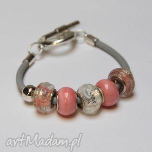 mania design różówo-szara bransoletka z linki kauczukowej koralikami ze szkła