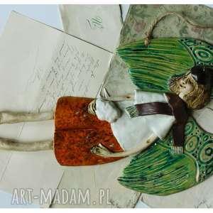 ceramika lecący anioł o szmaragdowych skrzydłach, ceramika, anioł