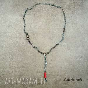 Coś czerwonego - ozdobny łańcuszek, howlit, detal, malowany, miedziany,