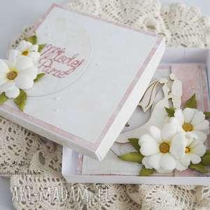 handmade scrapbooking kartki ślubna z margerytkami