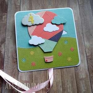 pod choinkę prezent, urodzinowy balon, urodziny dziecka, życzenia urodzinowe
