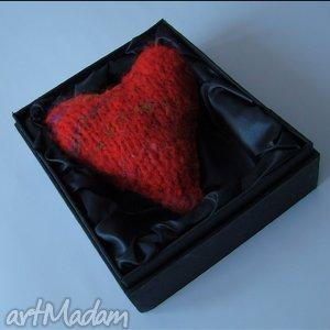 ręcznie wykonane broszki brocha serce w eleganckim opakowaniu, ciepła
