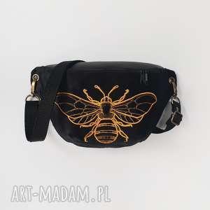 nerka mini pszczoła, nerka, czarna, aksamitna, torebka, saszetka