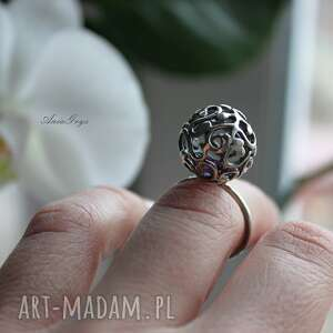 pierścionek z fiołkiem w kuleczce - pierścionek, kula, kulka, cyrkonia