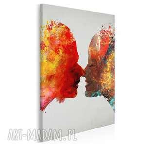 obraz na płótnie - pocałunek para kolorowy w pionie 50x70 cm 73403