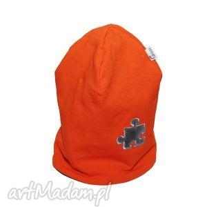 ręcznie robione ubranka czapka pomarańczowa z szarym puzlem