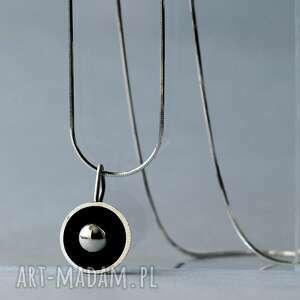 minimalistyczny wisiorek ze srebrną kulką, srebrny wisiorek, srebrna zawieszka