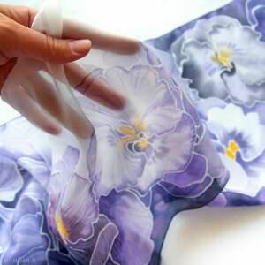 szalik z jedwabiu ręcznie malowany w bratki fiołki - fioletowy szal jedwabny