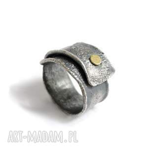 złota kropka - srebrny pierścionek z dodatkiem złota, regulowany