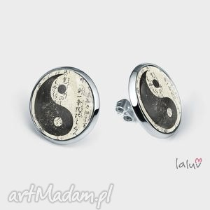 kolczyki sztyfty yin yang, harmonia, symbol, spokój, amulet, buddyzm, grafika