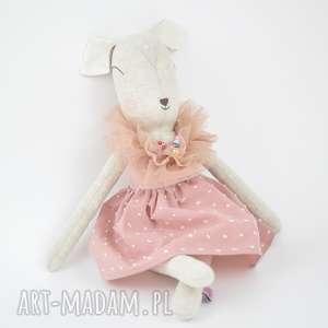 Szara sarenka w sukience z boa, lalka, szmaciana, bambi,
