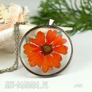 naszyjnik z suszonymi kwiatami, herbarium jewelry, kwiaty w żywicy z103