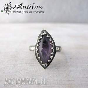 Pierścionek z ametystem, srebrny pierścionek oksydowany, fioletowy