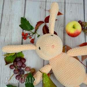 króliczek szydełkowy z dedykacją brzoskwioniowy - duży, królik, zając