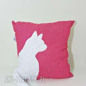 Poduszka z kotem i ogonem 3D biały kot na fuksji, poduszka-z-kotem, poduszka-3d
