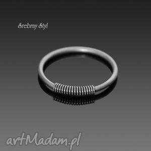 minimalizm w każdym calu srebrny styl - sprężynka, minimalistyczny