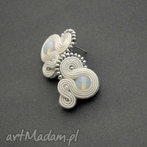 białe kolczyki sutasz, sznurek, ślubne, ślub, małe, sztyfty, eleganckie