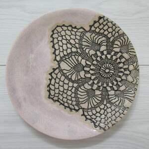 ceramika talerzyk z koronką, talerz ceramiczny, artystyczny talerzyk, ozdobna