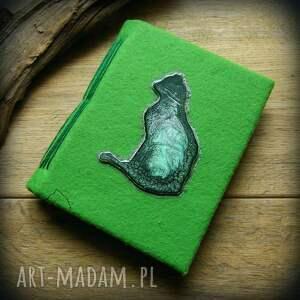 handmade notesy notes a6 z filcową twardą okładką i elastycznym grzbietem zielony kot