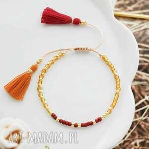 bransoletka na sznurku z chwostami pomarańczowo-bordowa minimal orange and