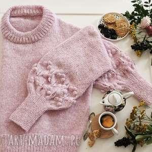 jasno-różowy bomberek, sweter, dziergany, ciepły, wełniany, alpaka