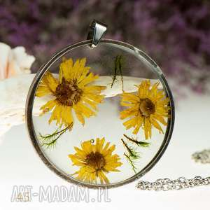 z45 naszyjnik z suszonymi kwiatami, herbarium jewelry, kwiaty w żywicy