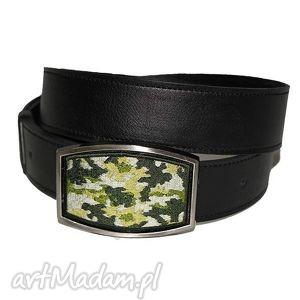 camouflage - haft na klamrze -pasek skórzany - pasek, skóra, haft