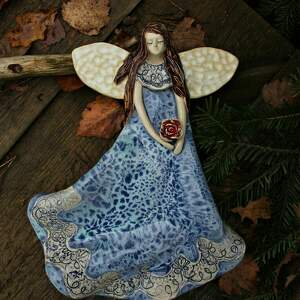 dom aniol w błękitnej sukni
