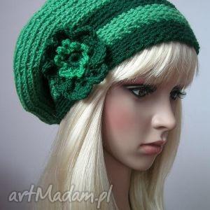 odcienie zieleni - beret - beret, kwiat, paski, obszerny, ozdobny, prezent
