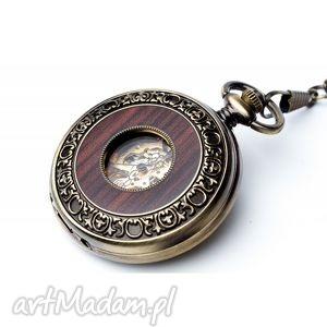 Elegancja w drewnie i zegarki drobinyczasu zegarek